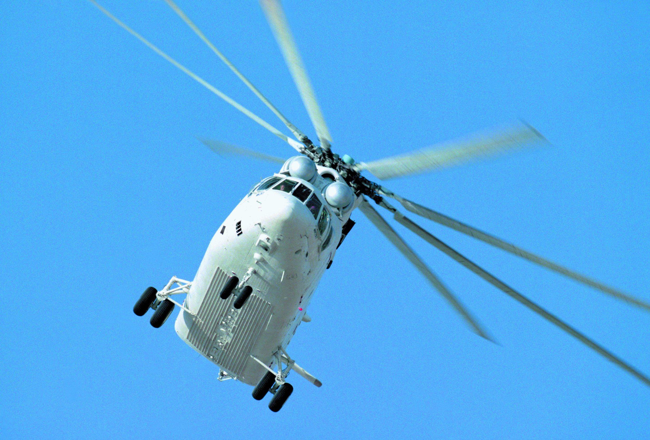 Вертолеты МЧС доставляют топливо в населенные пункты Корякии