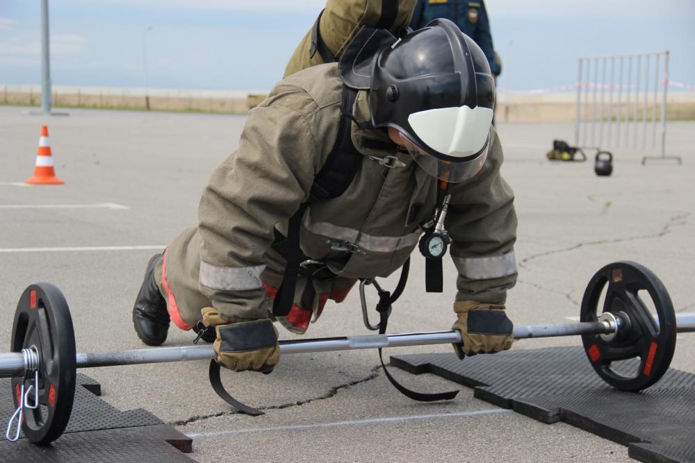 Команда Дальневосточной пожарно-спасательной академии стала сильнейшей в функциональном многоборье пожарных и спасателей