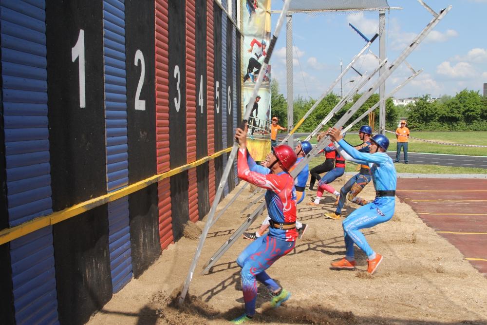 На Всероссийских соревнованиях  по пожарно-спасательному спорту среди вузов МЧС России установлен новый рекорд страны