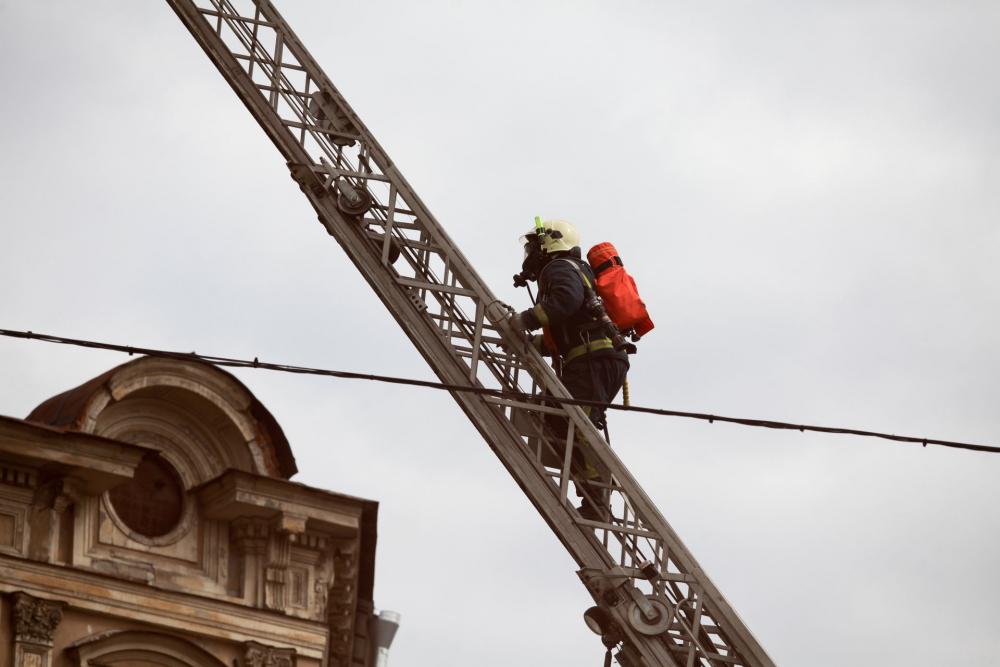 «Каждый день пожарные заступают на боевое дежурство, и каждый раз готовы рисковать собой ради других. Проходят годы, но неизменным остается одно: люди, посвятившие себя этой профессии, и ее суть – спасти и уберечь», – Алексей Аникин, глава МЧС по СПб