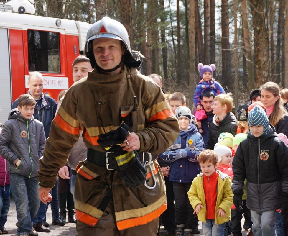 Лучший начальник караула живет в Санкт-Петербурге, работает в специальной пожарно-спасательной части №17 вместе с супругой и мастерски находит нестандартные решения в самых необычных ситуациях