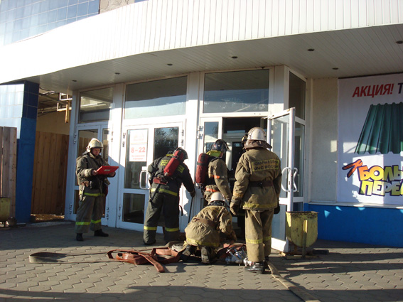 """Пожарно-тактическое учение на здание гипермаркета """"Планета"""""""