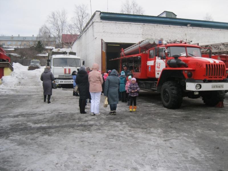 43 пожарно-спасательная часть по охране г. Галича открыла свои двери для школьников.
