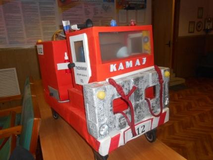 Воспитанники детского сада № 41 подарили пожарным автомобиль