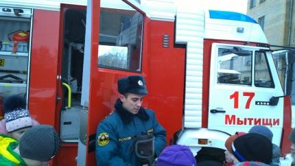 Мытищинские школьники посетили специализированную пожарную часть №17