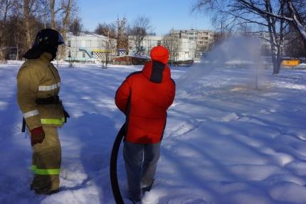 В Подмосковье провели пилотные соревнования по «Пожарному биатлону» среди школьников