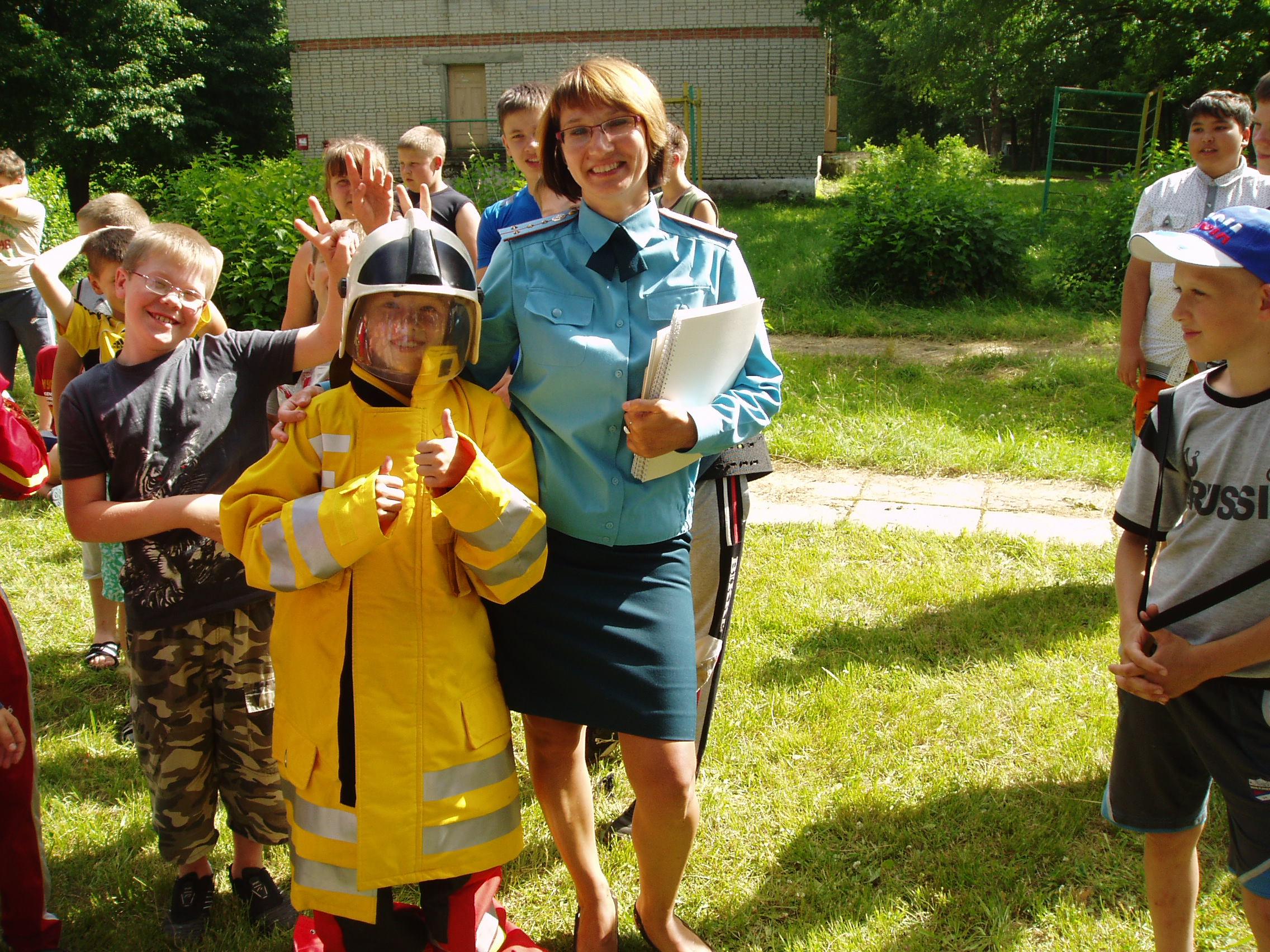 Сотрудники МЧС Орехово-Зуевского района знакомят детей с правилами пожарной безопасности