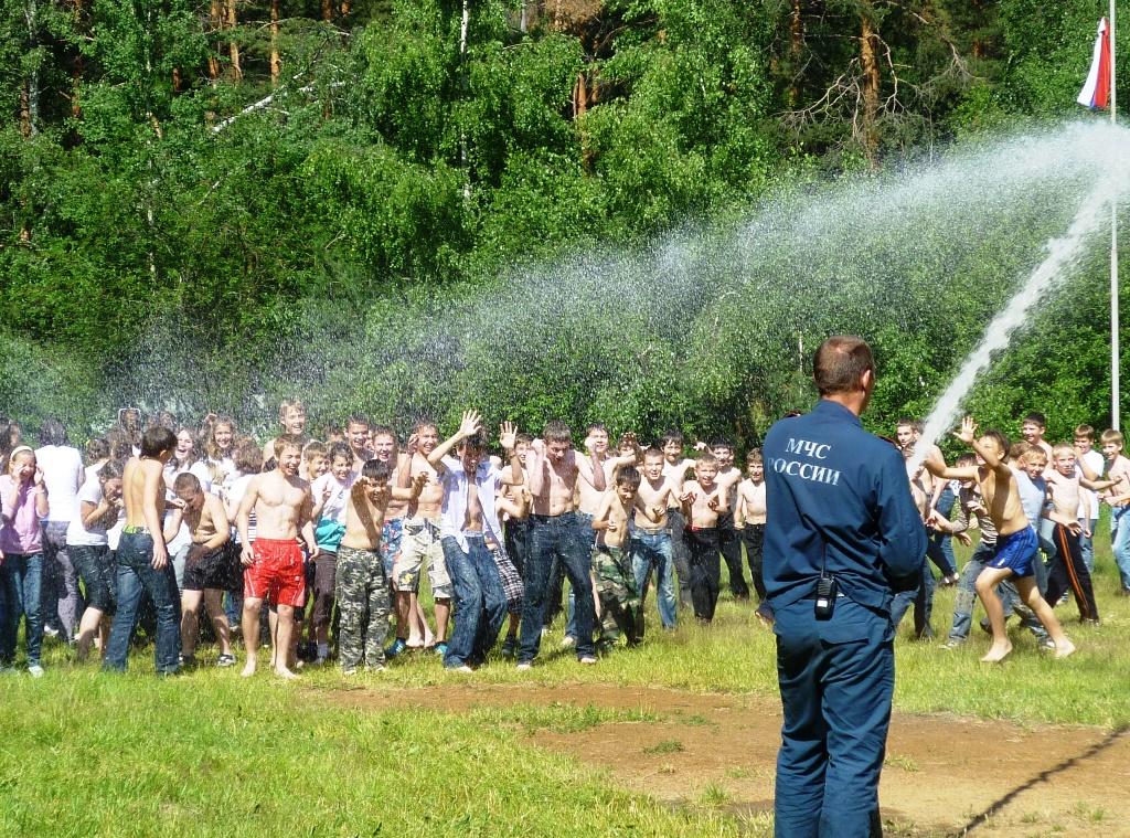 Сотрудники МЧС Ногинского района знакомят детей с правилами пожарной безопасности