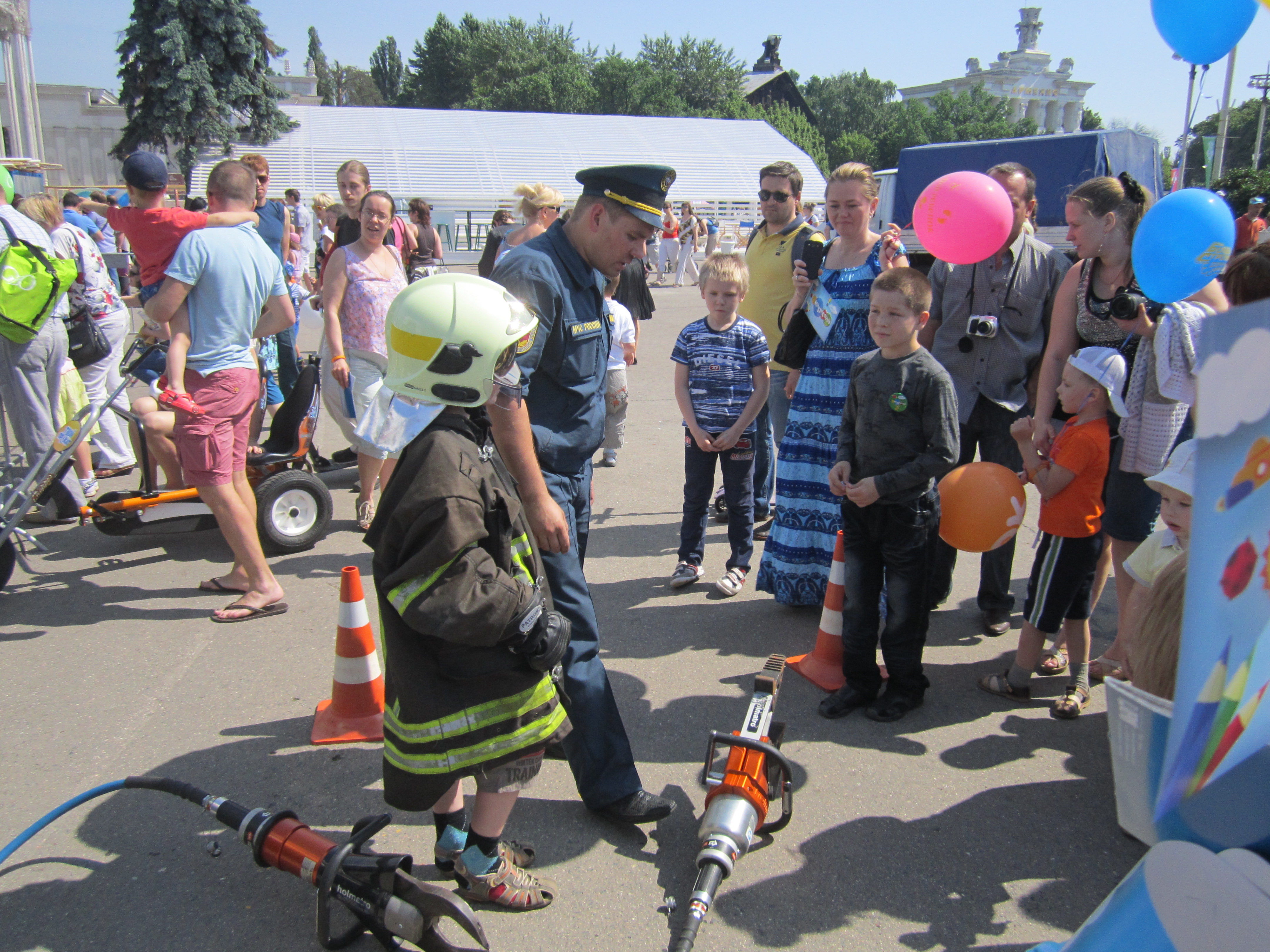 МЧС России в Международный день защиты детей проводит праздник для детей и их родителей