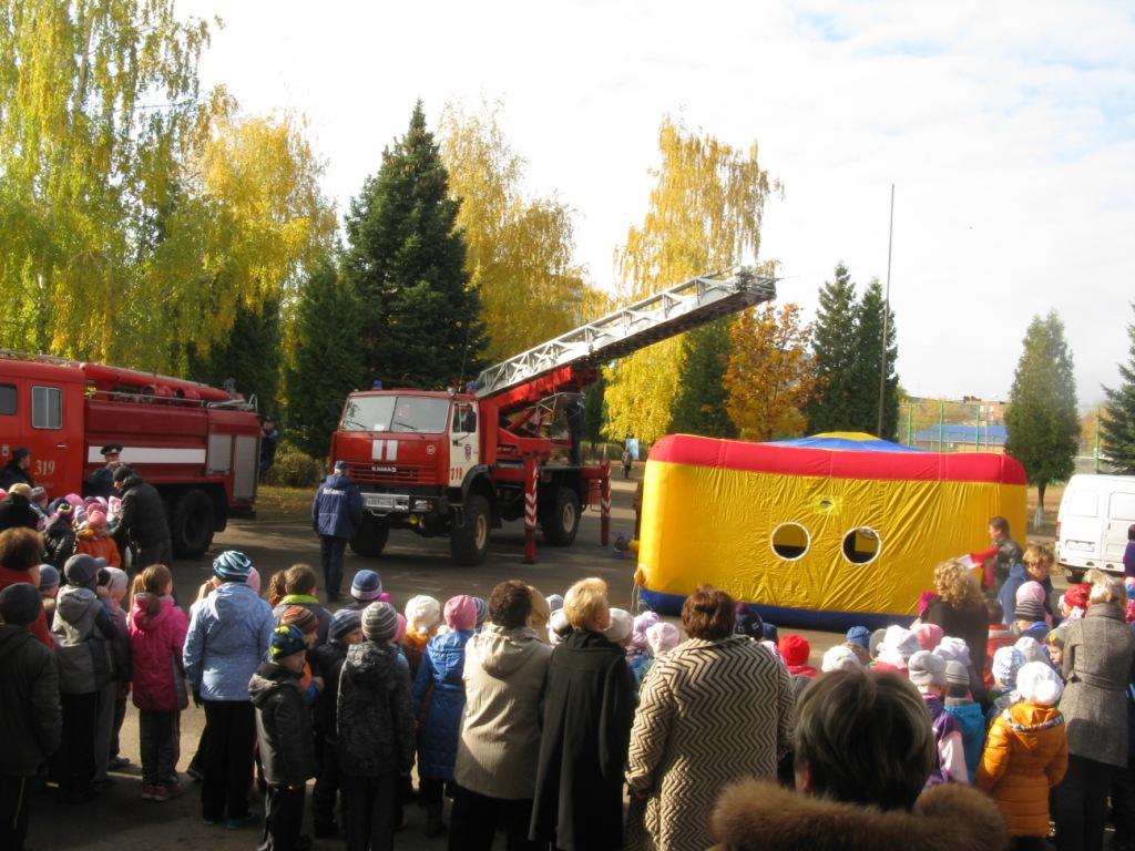 О гражданской обороне огнеборцы Подмосковья рассказали школьникам Зарайска