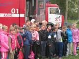 Тушение условного пожара продемонстрировали пожарные Серпуховского территориального управления во время учебной тренировки, прошедшей в одной из школ Чеховского района