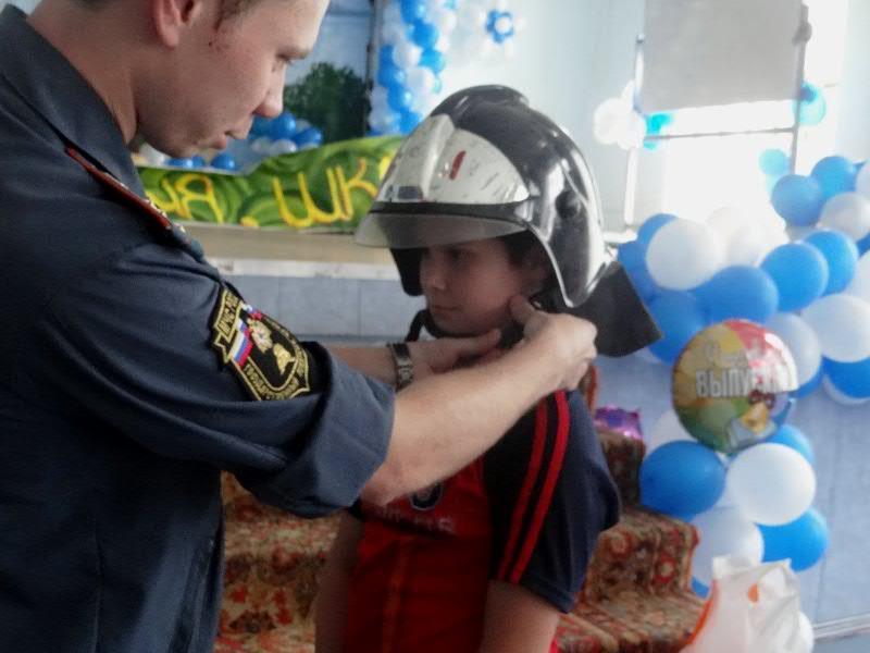 Сотрудники МЧС Можайского района знакомят детей с правилами пожарной безопасности