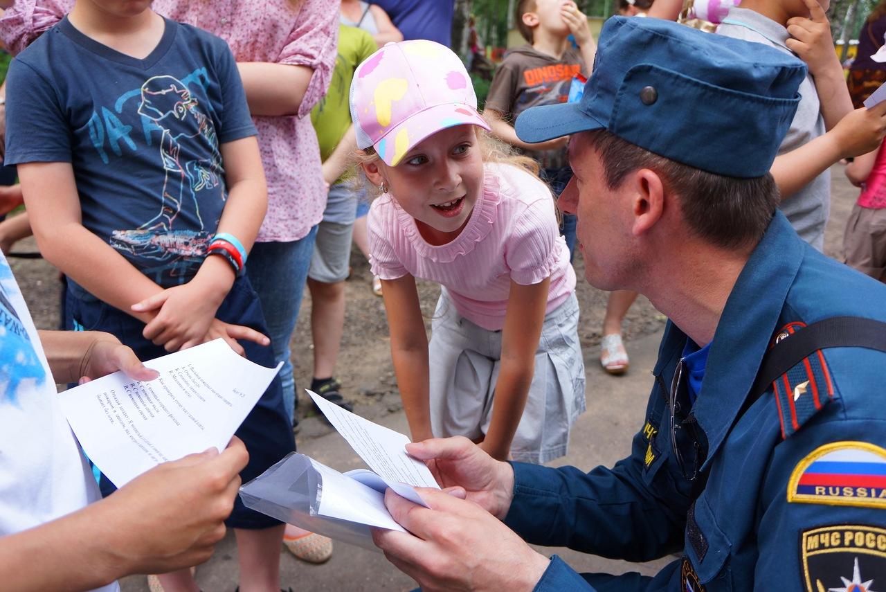 Пожарные Лобни провели традиционную встречу с детьми
