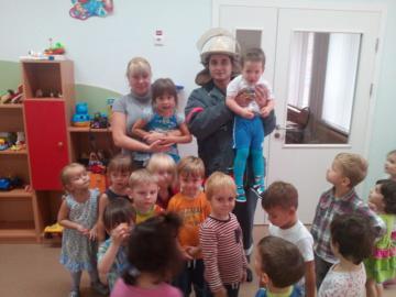 Сотрудники МЧС России провели занятия с малышами детского сада «Ладушки» в Подмосковье