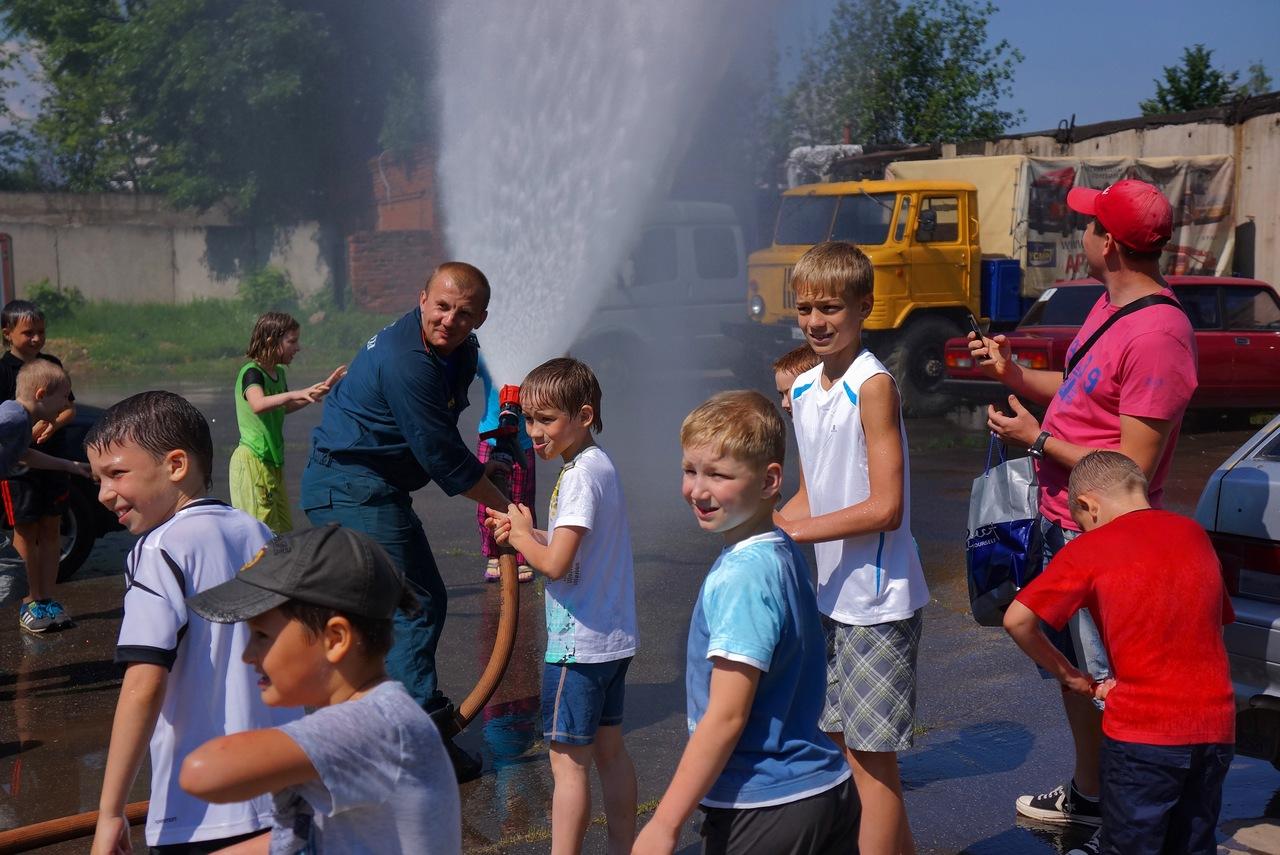 """Дзюдоисты из летнего оздоровительного лагеря ДЮСШ посетили ПЧ-82...со своим """"самоваром""""!"""