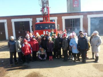 Подмосковные огнеборцы провели экскурсию для школьников Раменского района
