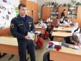 Сотрудники МЧС обучают детей основам безопасности