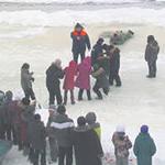 Коломенских школьников научили спасению людей, провалившихся в ледяную воду