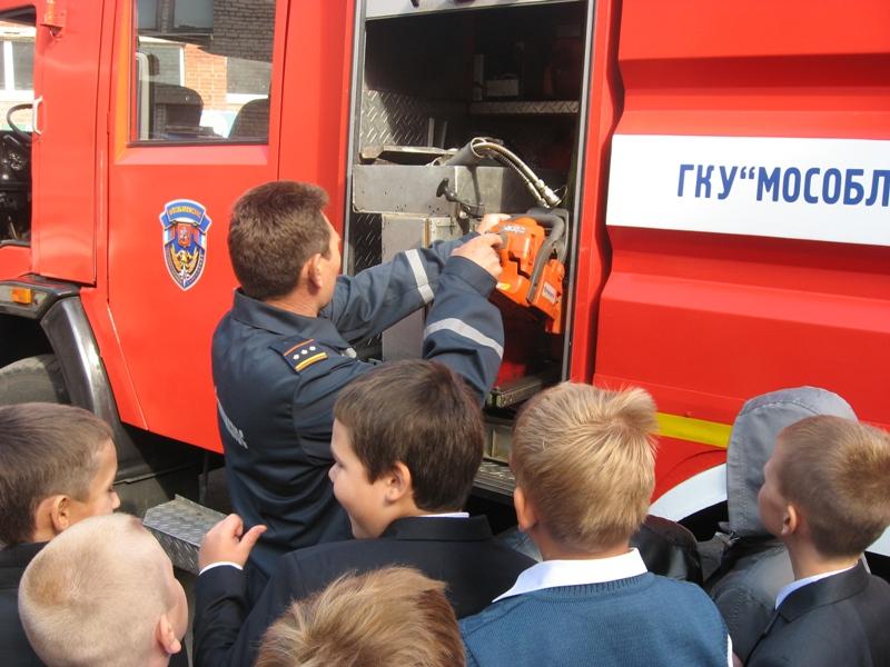 Люберецкие пожарные рассказали школьникам Подмосковья о гражданской обороне