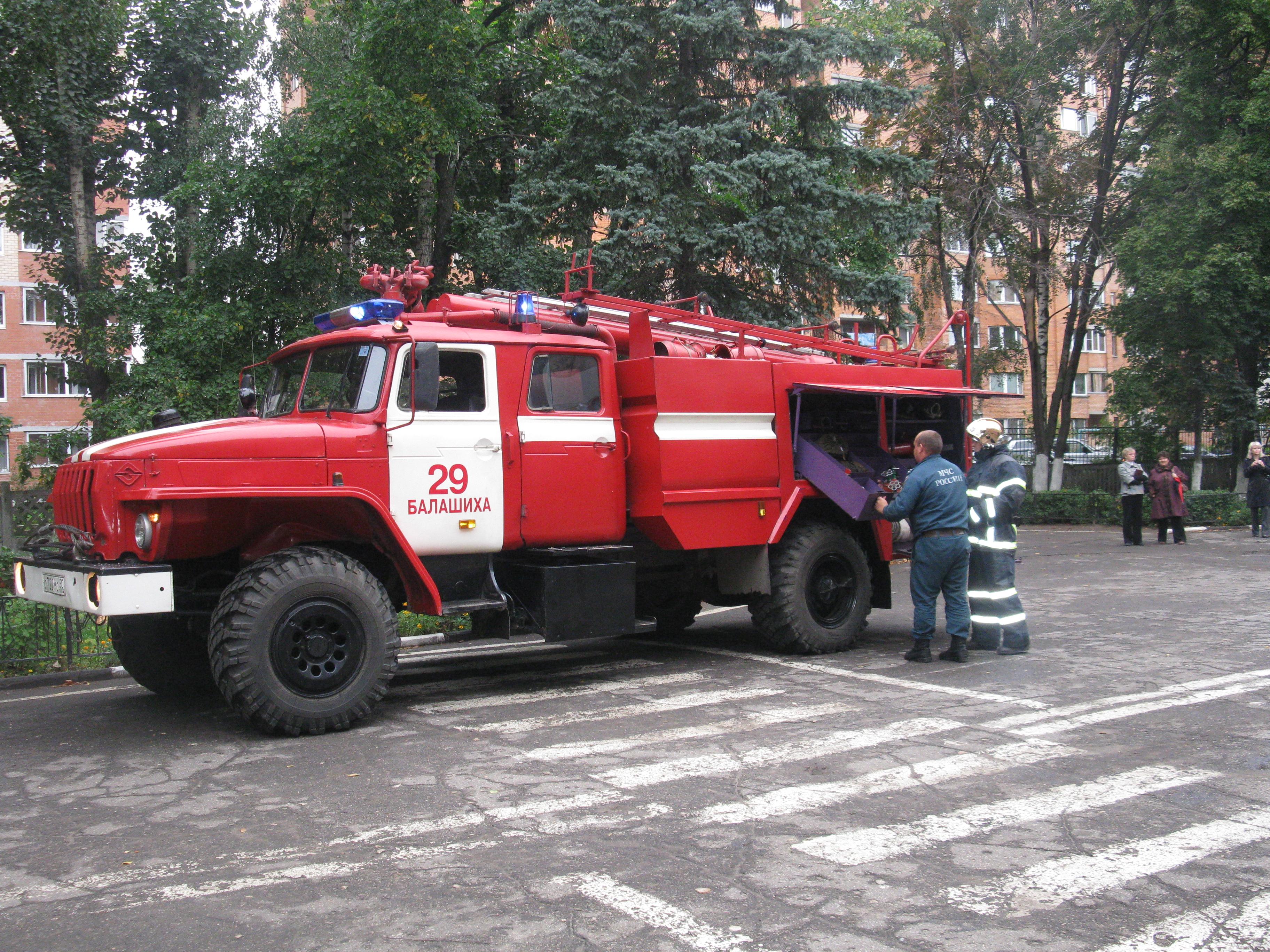 Сотрудники МЧС Балашихинского района знакомят детей с правилами пожарной безопасности