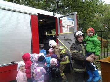 Балашихинские пожарные провели занятие по Гражданской обороне в детском саду Подмосковья