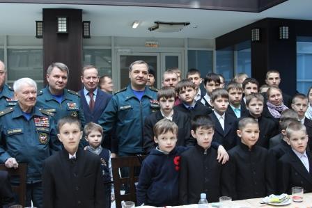 Воспитанники детского приюта из Звенигорода встретились с министром МЧС В.А.Пучковым
