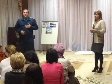 Инспекторы МЧС России провели профилактические занятия с дошколятами и их родителями