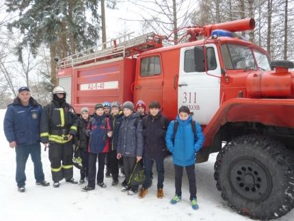 Подмосковные огнеборцы провели занятия по пожарной безопасности с учащимися гимназии №4 города Чехова