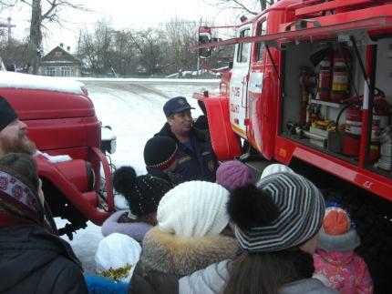 В гости к подмосковным огнеборцам пришли воспитанники Лотошинской воскресной школы