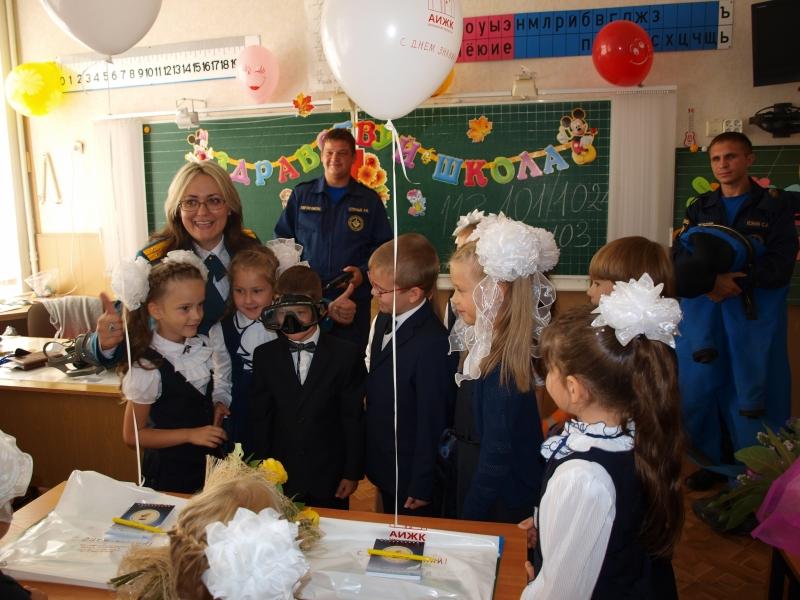 В День знаний орловские спасатели напоминают правила безопасности школьникам