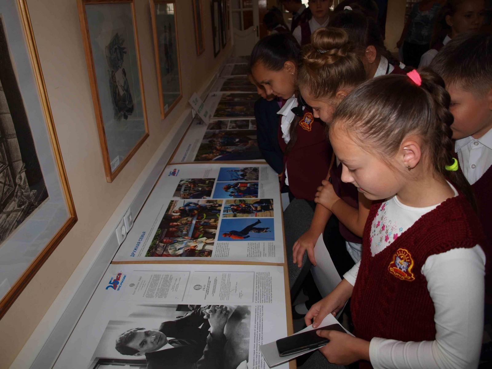 Посетители Орловской областной библиотеки имени И.А. Бунина знакомятся с историей МЧС России