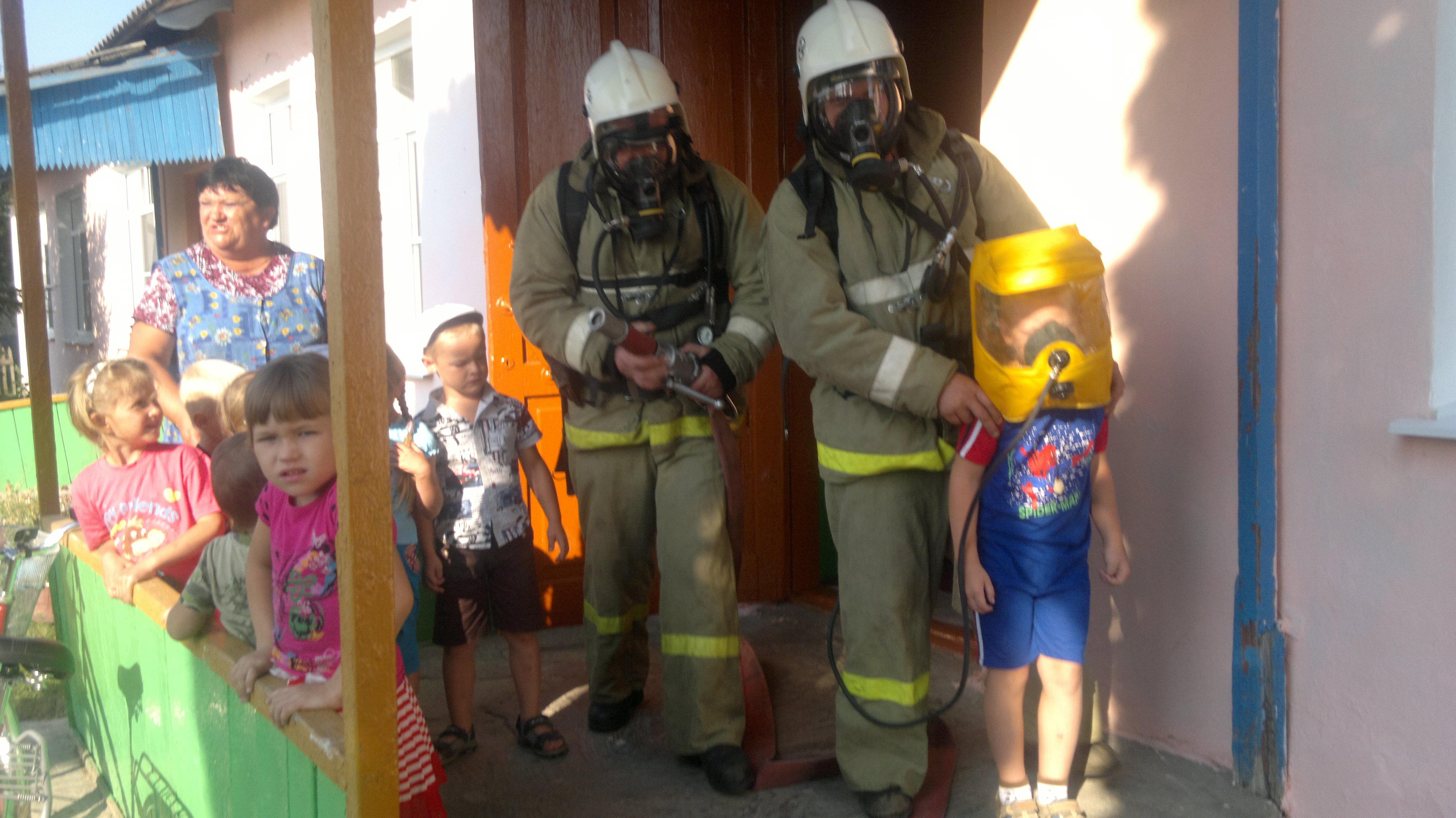 Малыши из Краснозоренского района под защитой пожарных