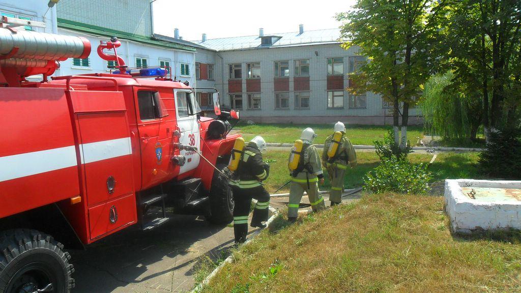 На Орловщине продолжаются внеплановые пожарно-тактические учения в образовательных учреждениях