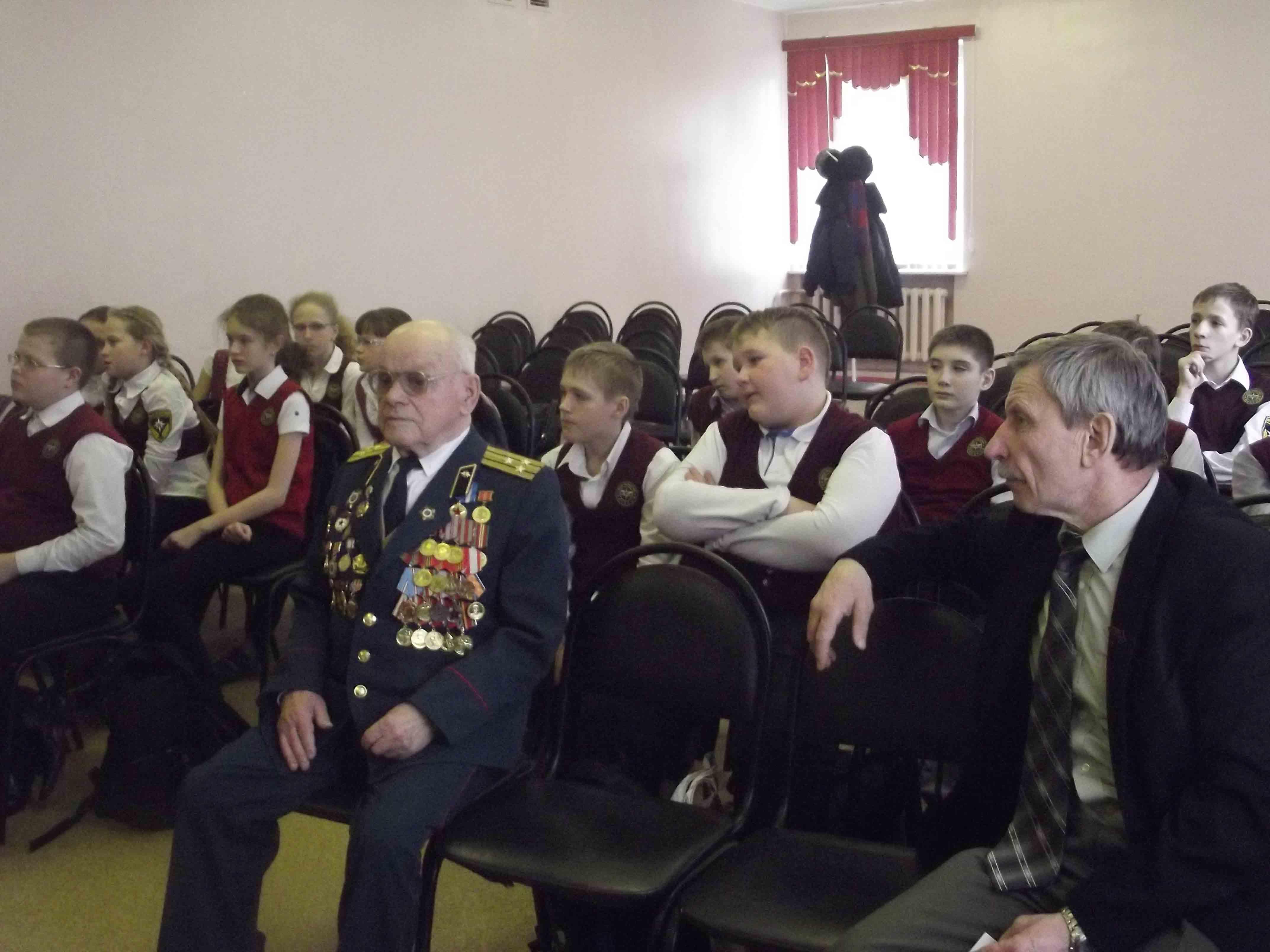 От поколения к поколению: будущие защитники Отечества встретились с ветеранами