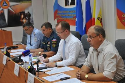На пресс-конференции в Главном управлении МЧС России по Рязанской области напомнили правила пожарной безопасности, безопасного отдыха у водоемов, и что делать, чтобы не стать жертвой высоких температур