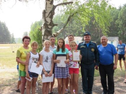 В детском оздоровительном лагере «Дружба» прошли соревнования по пожарно-спасательному спорту
