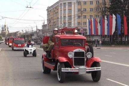 30 апреля, в День пожарной охраны в Рязани прошел автопробег и выставка пожарно-спасательной техники
