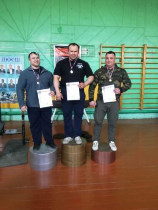 В Касимове прошли соревнования по классическому жиму штанги, посвященные 370-летию со Дня образования пожарной охраны России