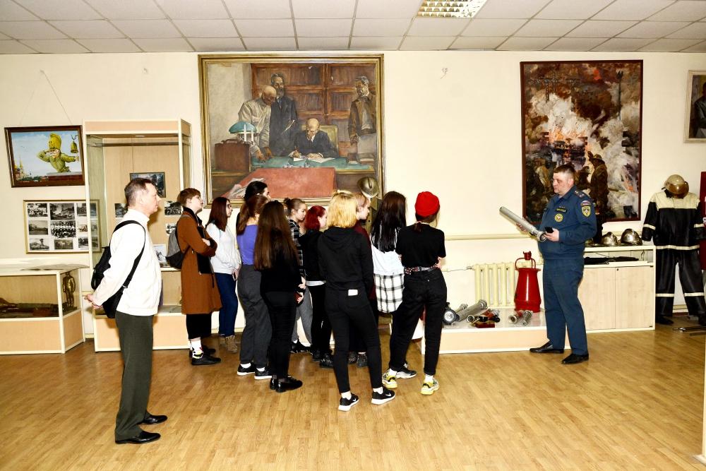 В Главном управлении МЧС России по Рязанской области прошла экскурсия для студентов Художественного училища