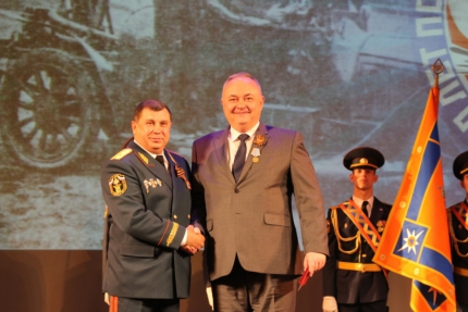 30 апреля в театре драмы состоялось торжественное мероприятие, приуроченное к 370-летию пожарной охраны России
