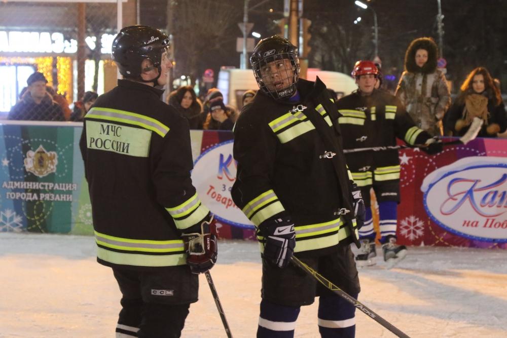 Команда Главного управления МЧС России по Рязанской области заняла третье место в первом в Рязани любительском турнире по хоккею с шайбой - «Мы вместе»