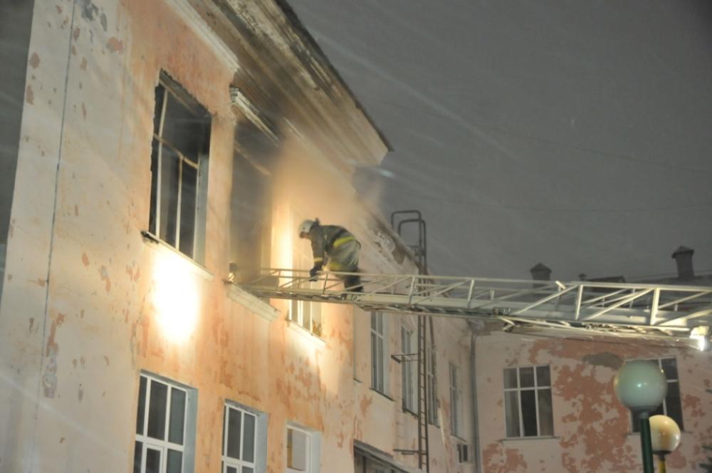 Во время тушения пожара в городе Рязани огнеборцами эвакуировано 80 человек.