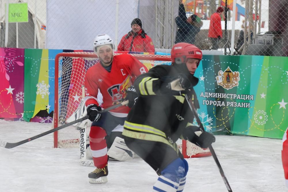 Команда Главного управления МЧС России по Рязанской области приняла участие в любительском турнире по хоккею с шайбой «Евпатий Коловрат»