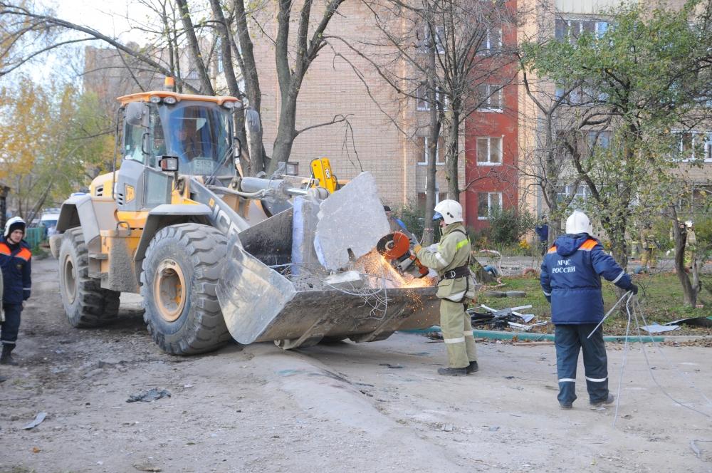 Работа по ликвидации последствий взрыва бытового газа в городе Рязани