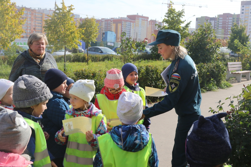 Занятия для дошкольников на стилизованной детской площадке МЧС