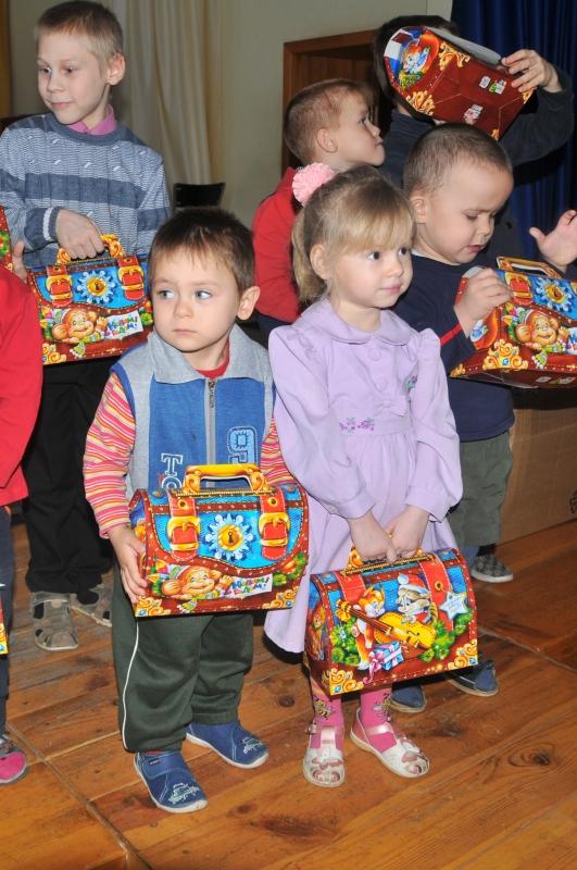 Сотрудники Главного управления МЧС России по Рязанской области вручили подарки воспитанникам школ интернатов