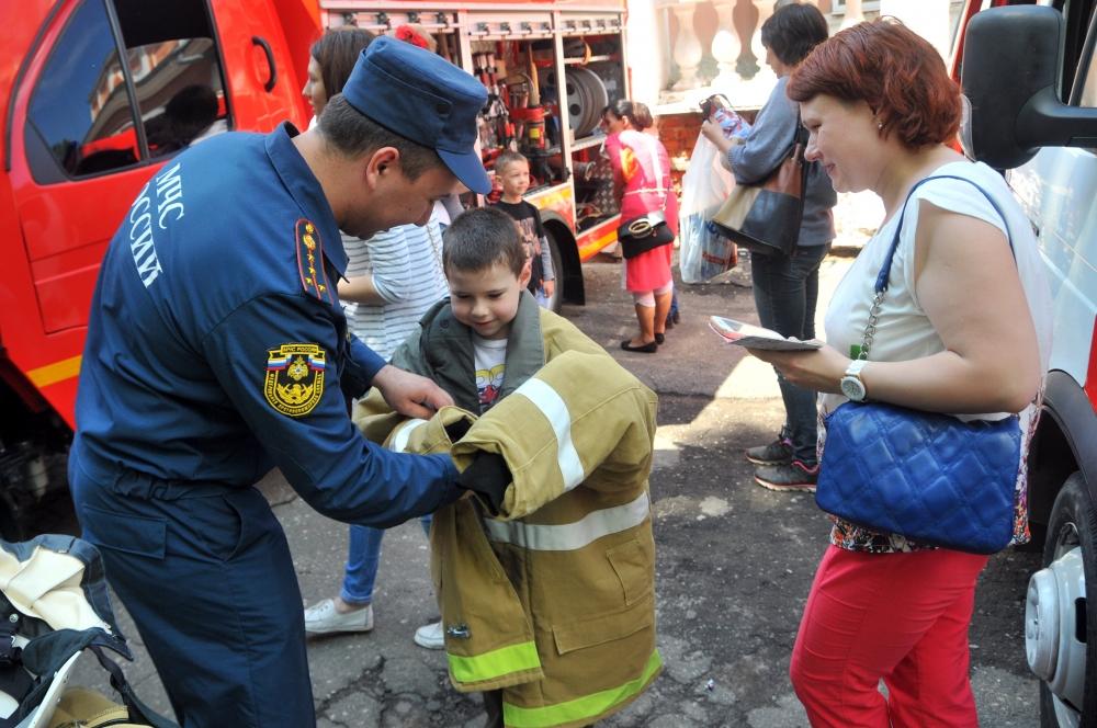 """Рязанские пожарные и спасатели на городском празднике """"Во! СемьЯ!"""""""