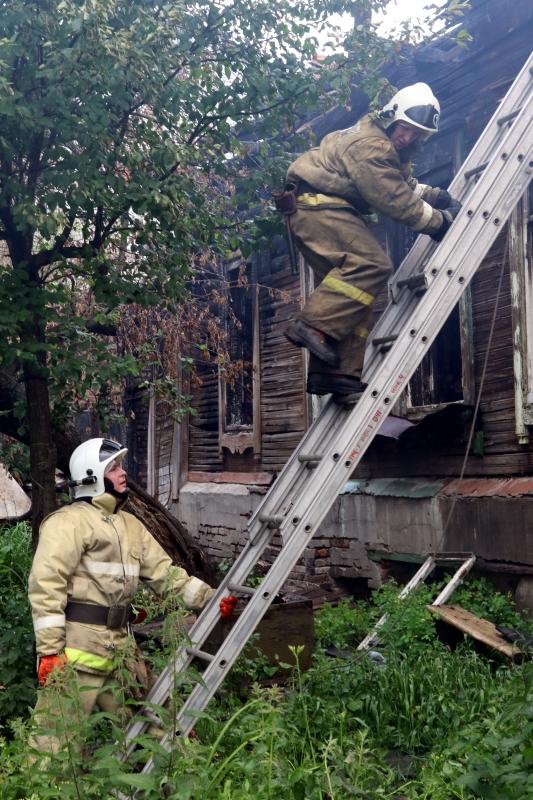 Пожар на улице Скоморошенская в городе Рязани