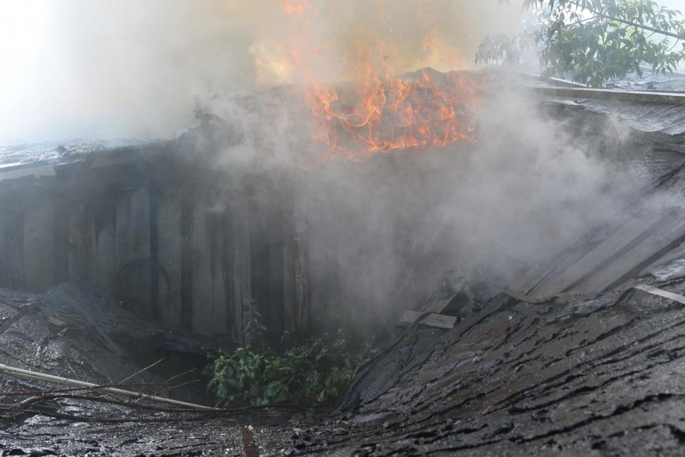 Тушение пожара на улице Космодемьянской в городе Рязани