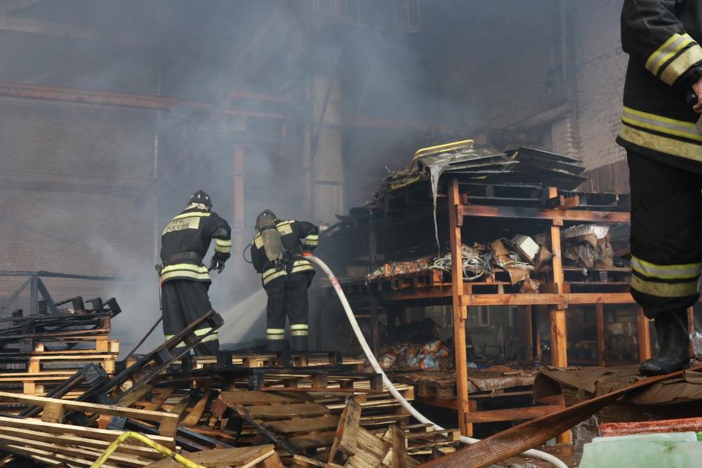 Тушение пожара на Комбайновом заводе в городе Рязани
